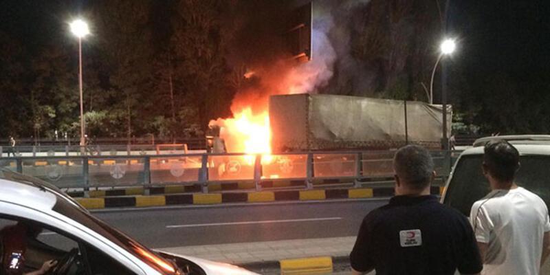 Van'da seyir halindeki TIR alev alev yandı