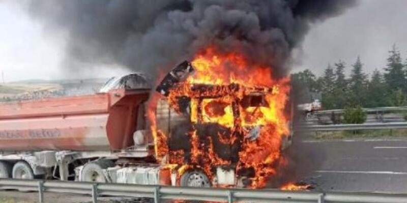 Ankara'da kamyon alev alev yandı