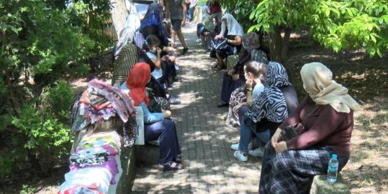 YKS öncesi Zuhuratbaba Türbesi'ne gelip dua ettiler