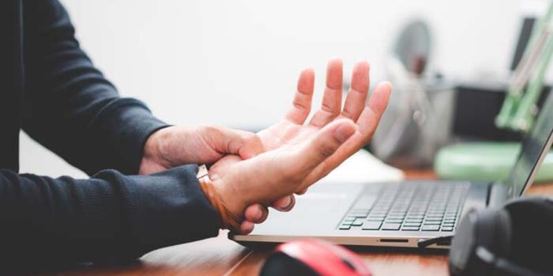 Uzmanından uyarı: Gençlerdeki el titremesi Parkinson'la karıştırılmamalı
