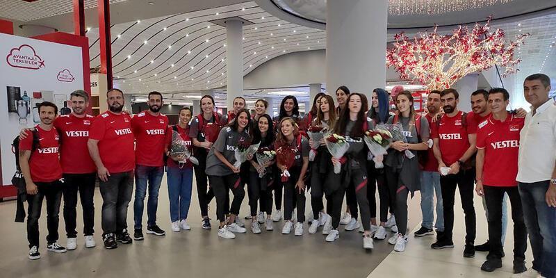 A Milli Kadın Voleybol Takımı yurda döndü