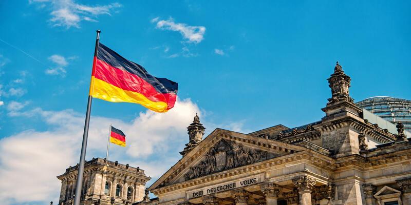 Almanya'da en az 272 polis hakkında aşırı sağla bağlantılı oldukları suçlamasıyla soruşturma yürütülüyor