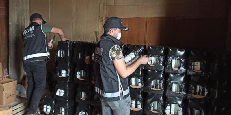 İzmir'de piyasa değeri 2 milyon 275 bin liralık kaçak ürün ele geçirildi