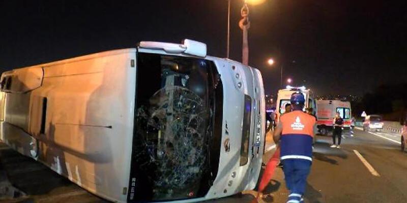 TEM Otoyolu'nda servis midibüsü devrildi: 4 yaralı