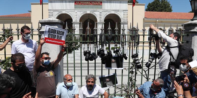 Gazetecilerden valilik önünde protesto