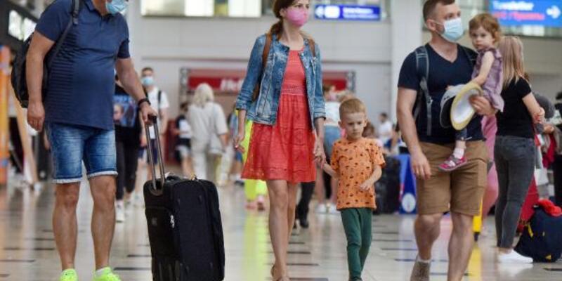 Antalya'ya 8 günde 120 bin Rus turist geldi
