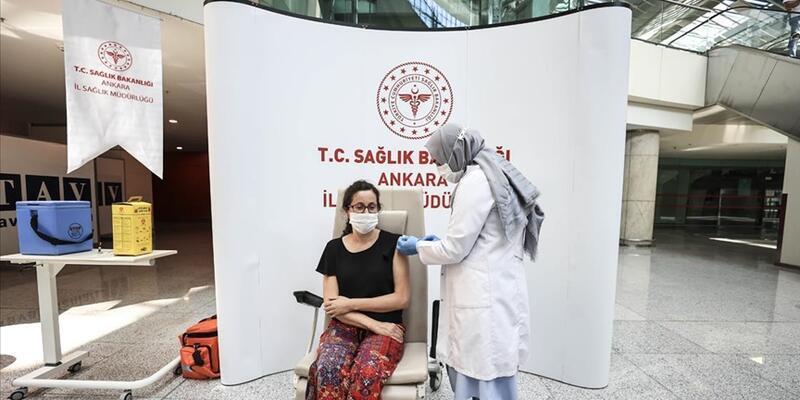 Türkiye'de 18 yaş ve üstü nüfusun %25'i aşılandı