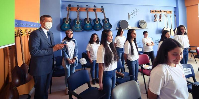 Milli Eğitim Bakanı Selçuk, Hakkari'de öğretmen ve öğrencilerle buluştu