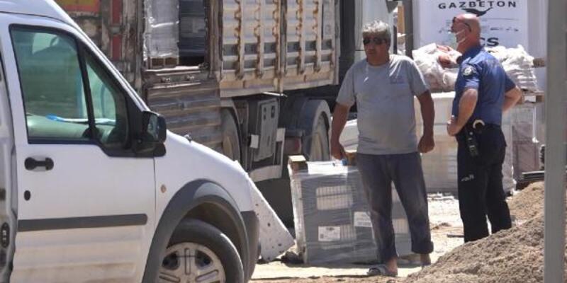 250 kiloluk seramik yüklü paletin altında kalan kamyon şoförü öldü