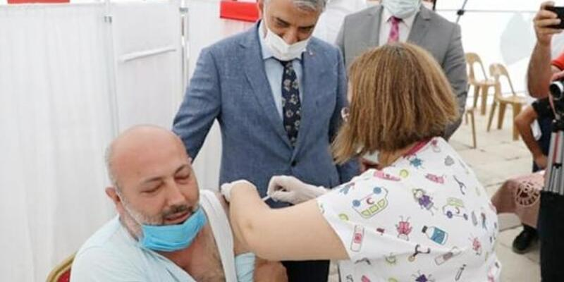 Erzincan'da 2 kişiyi aşıya vali ikna etti