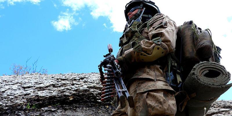Hakkari'de PKK'lı teröristlere ait silah ve mühimmat ele geçirildi