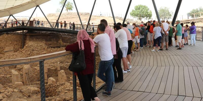 Göbeklitepe'de ziyaretçi yoğunluğu yaşanıyor