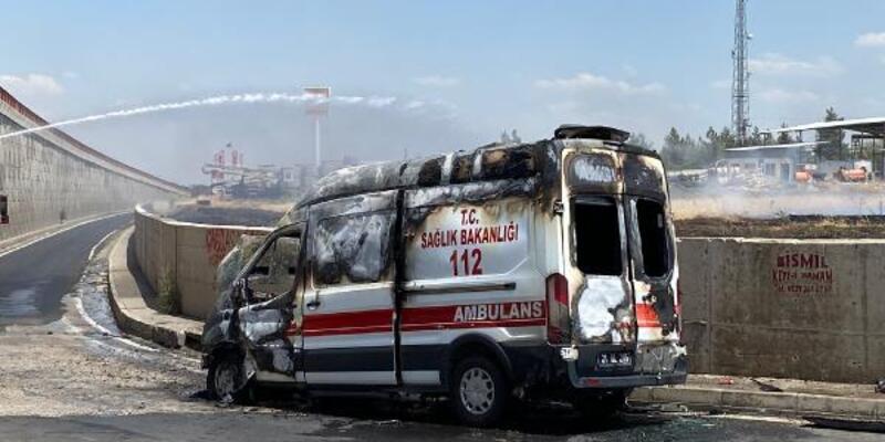 Hasta almaya gidilen ambulans, alev alev yandı