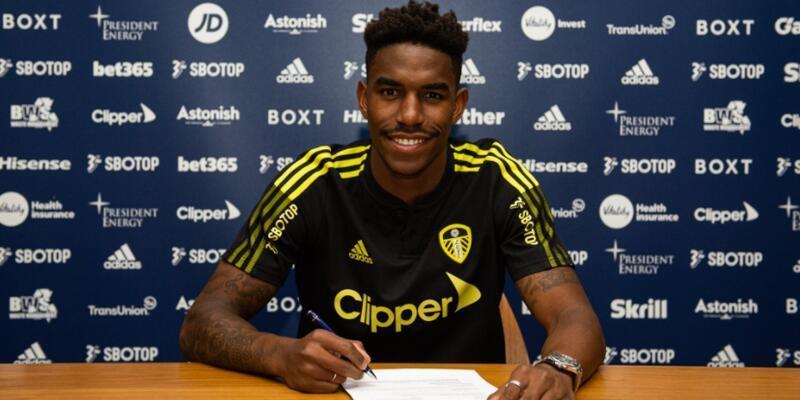 Leeds United Alioski'nin yerini Junior Firpo ile doldurdu