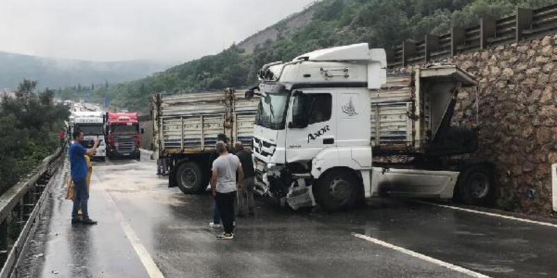 Kocaeli'de zincirleme kaza; 1 yaralı