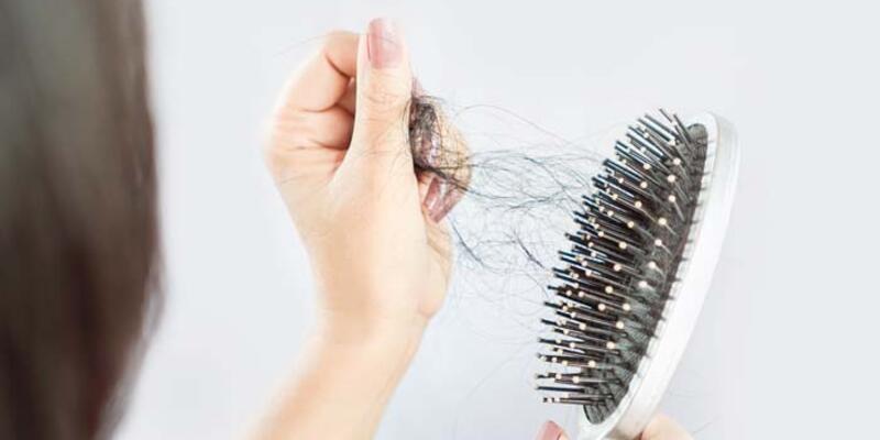 Günde 100 telin üzerinde saç dökülmelerine dikkat