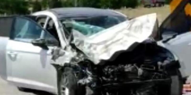 Otomobil ile buğday yüklü traktör çarpıştı: 6 yaralı