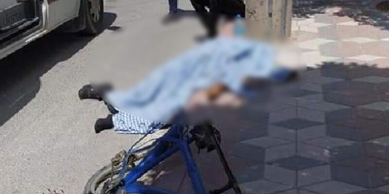 Bisiklet ve elektrik direğine çarpan motosikletin sürücüsü öldü