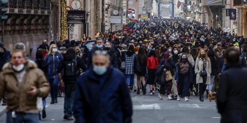 İtalya'da günlük Kovid-19 vaka sayısı yeniden 1000'in üzerine çıktı