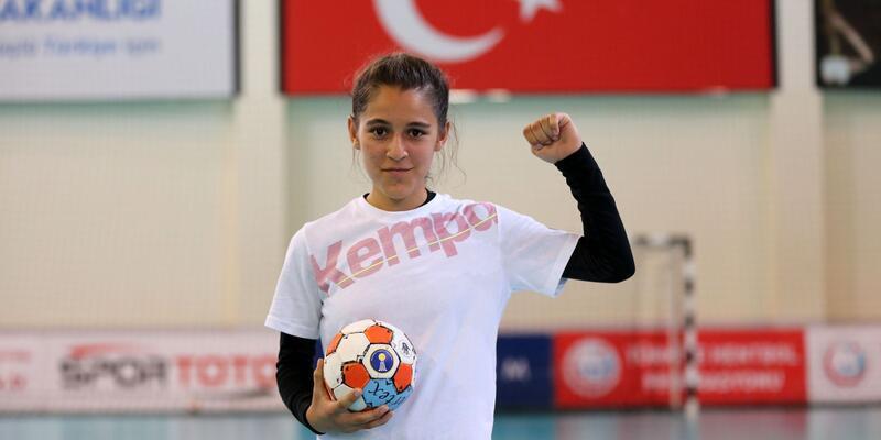 Türkiye'nin konuştuğu Merve Akpınar'a yüzde 100 eğitim ve spor bursu verildi