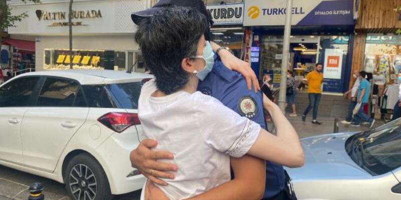 Kendisini hastaneye yetiştiren polislerle bir araya geldi