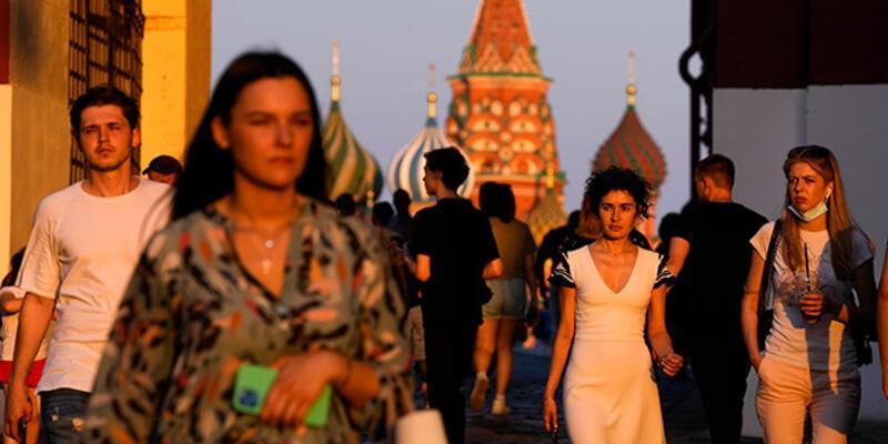 """Rusya'da Kovid-19 salgınının başlangıcından bu yana """"en yüksek"""" günlük ölü sayısı kaydedildi"""
