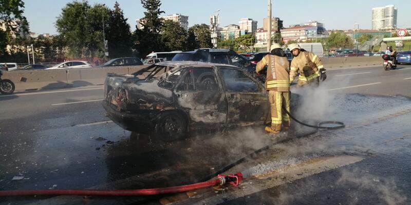 Kadıköy'de D-100 Karayolu'nda otomobil yangını