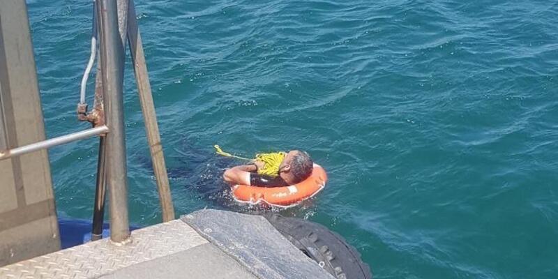 Kadıköy-Eminönü seferini yapan yolcu vapurundan düşen kişi kurtarıldı