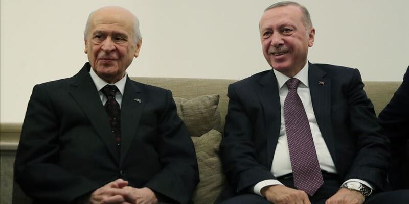 MHP Genel Başkanı Bahçeli, Cumhurbaşkanı Erdoğan'a anlamlı hediye