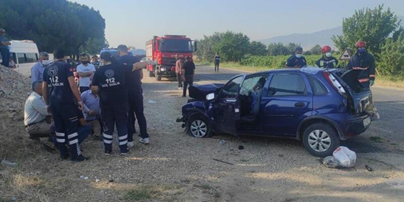 Tarım işçilerini taşıyan minibüsle otomobil çarpıştı: 2 kişi öldü, 9 kişi yaralandı