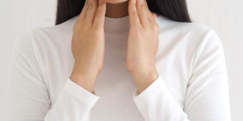 Dikkat! Bu belirtiler hipotiroidi veya hipertroidi işaret ediyor