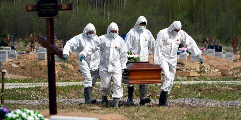 Rusya'da salgınının başlangıcından bu yana 'en yüksek' günlük ölü sayısı kaydedildi