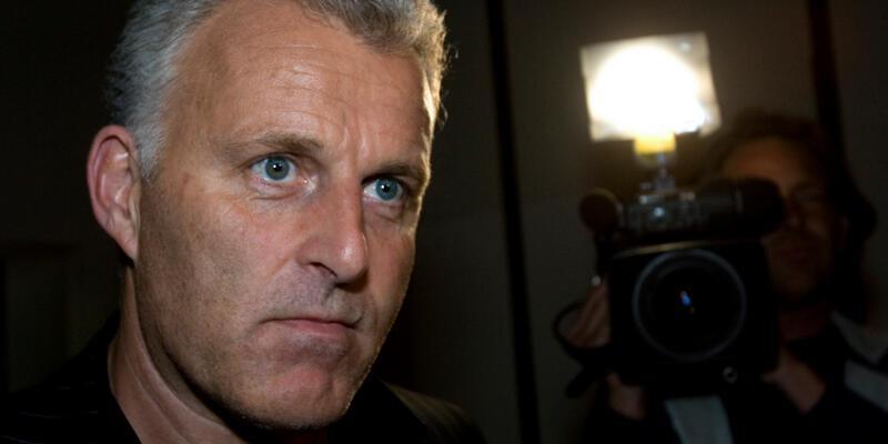 Hollanda'da geçen hafta silahlı saldırıya uğrayan gazeteci Peter R. de Vries hayatını kaybetti