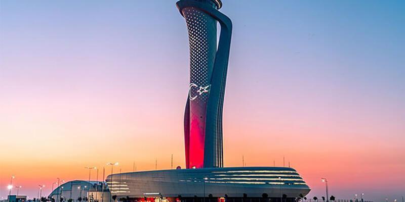 İstanbul Havalimanı kulesi Türk bayrağına büründü