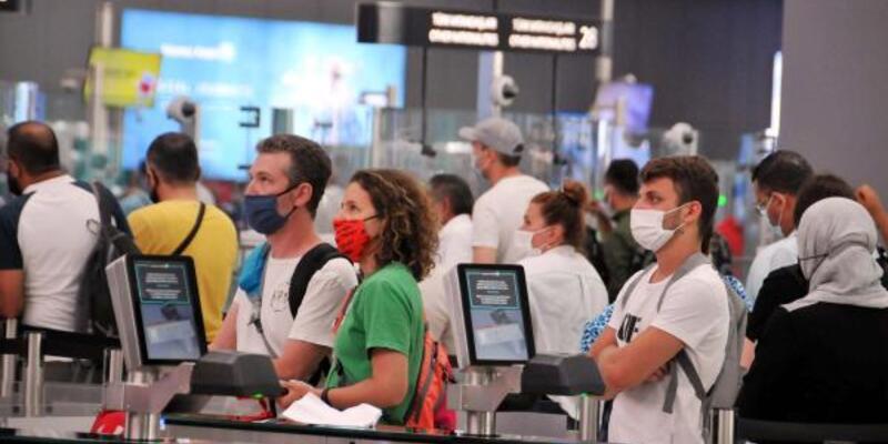 İstanbul Havalimanı'nda bayram öncesi yoğunluk;  iki günde 2 bin 122 uçuş