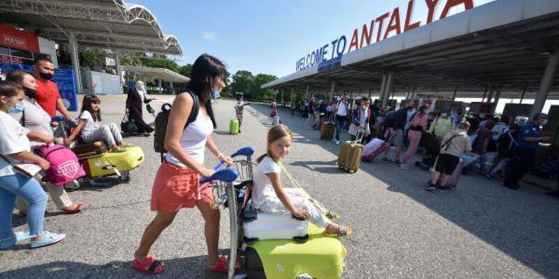 'Günde yarım milyon turist Antalya'da tatil yapıyor'