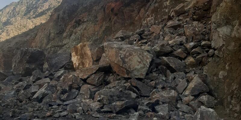 Erzurum'un Olur ile Artvin'in Yusufeli kara yolu heyelan nedeniyle ulaşıma kapandı