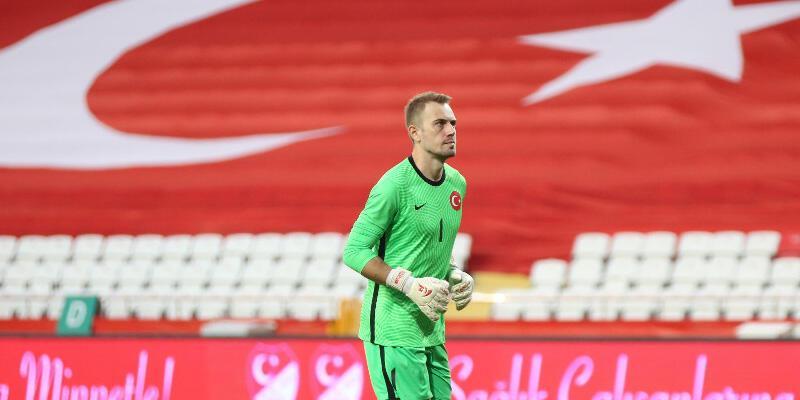 Son dakika Beşiktaş transfer haberleri: Beşiktaş Mert Günok transferini bitirdi!