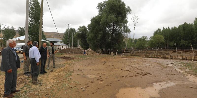 Van'da sel nedeniyle 5 ev yıkıldı