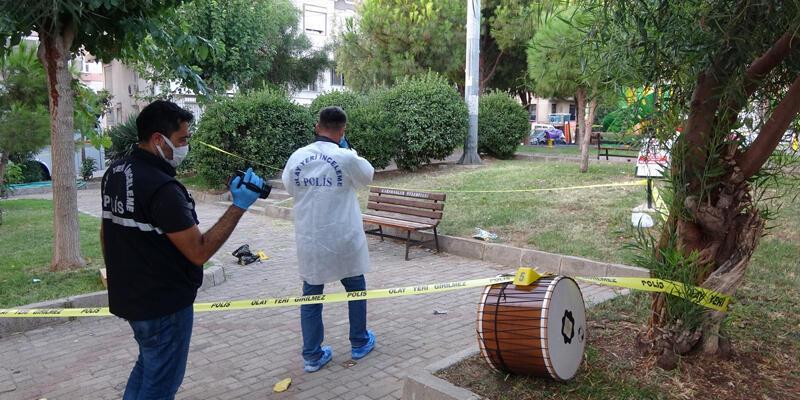 Parkta bıçaklı sopalı kavga: 1 ölü, 3 yaralı