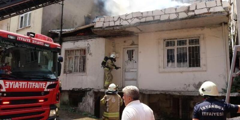 Kadıköy'deki yangından eşini son anda kurtardı