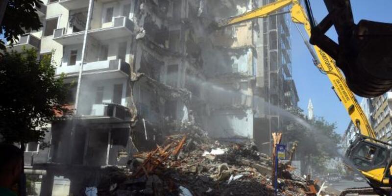 1999 depreminde 'orta hasar' gören 50 bina sahipleri ikna edilemedi