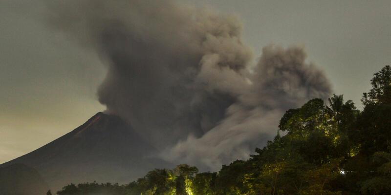 Endonezya'daki Merapi Yanardağı'nda volkanik hareketlilik