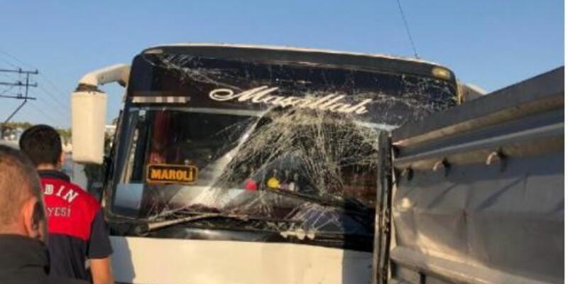 Aydın'da otobüs, TIR'a çarptı: 11 yaralı