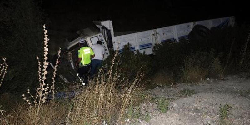 Şarampole devrilen kamyonun şoförü öldü