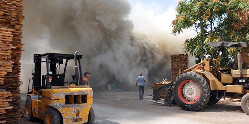 Karaman'da kereste deposu yangını