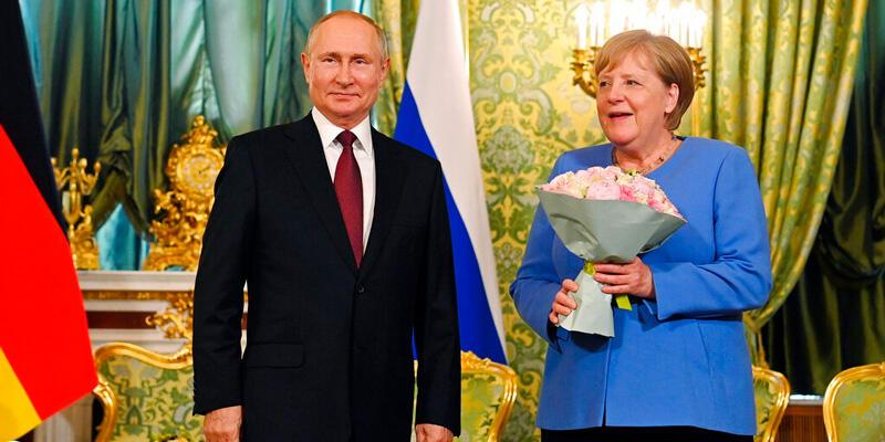 Putin ile Merkel Moskova'da görüştü