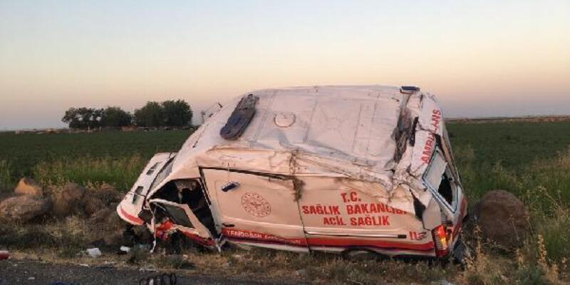 Şanlıurfa'da ambulans devrildi; yeni doğan bebek öldü, 2 sağlıkçı ve şoför yaralı