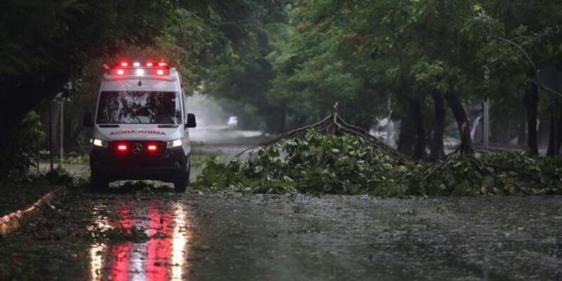 Meksika'da tropik fırtına nedeniyle 8 kişi öldü