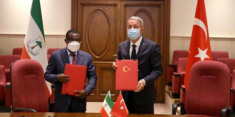 Bakan Akar ile Ekvator Ginesi mevkidaşı Okoma, anlaşma imzaladı